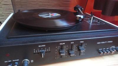 Gramofon TESLA NZC 421