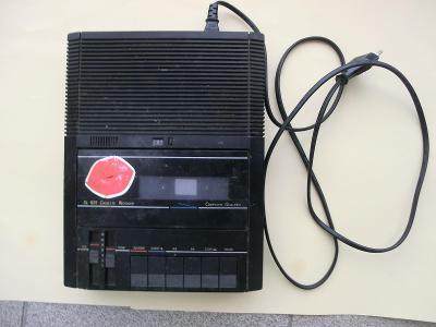 Magnetofon kazetový