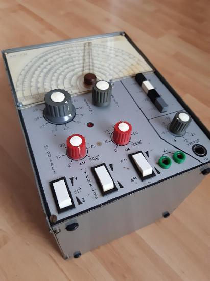 VF generátor 0,1 - 110 MHz - Elektronika