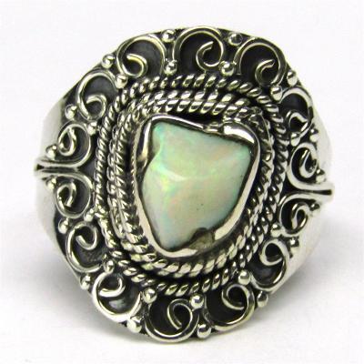 Stříbrný prsten s opálem