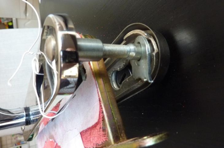 Bezpečnostní kování s bezpeč. krytem vložky a zámkem, koule-klika - Zabezpečovací systémy