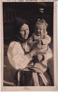 Lidové kroje - Slovensko - žena s dítětem - Važec