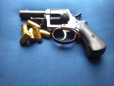 Historický revolver British Bull dog cal.44 1886 Pěkný pův. stav