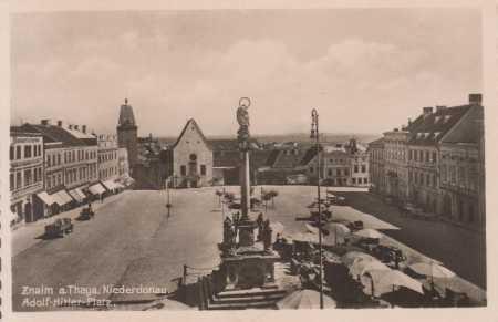 Znojmo (Znaim, Niederdonau) - náměstí, trh, AUTO