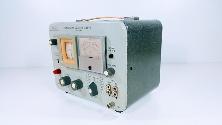 TESLA BRNO NF. GENERÁTOR 12 XG 036 - 30Hz až 20kHz, ZE SPŠE  !!! - Elektronika