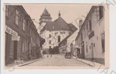 Dačice - Göthova ulice, auto, obchod, kostel