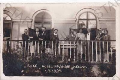 Sliač, hotel Praha, lidé na balkóně, r.1928