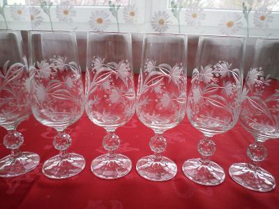 Krásné broušené skleničky