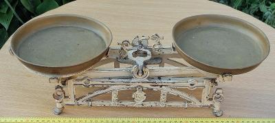 Starožitné kuchyňské váhy dvoumiskové, do sbírky