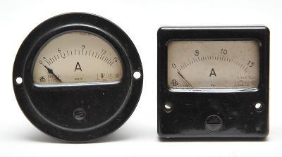 Staré panelové měřící přístroje Metra Blansko 2 kusy