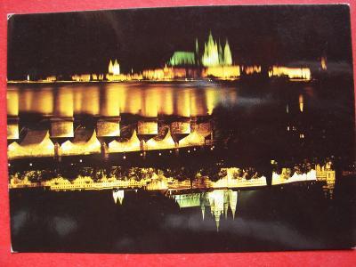 PRAHA Pražský hrad Noc Osvětlení Retro