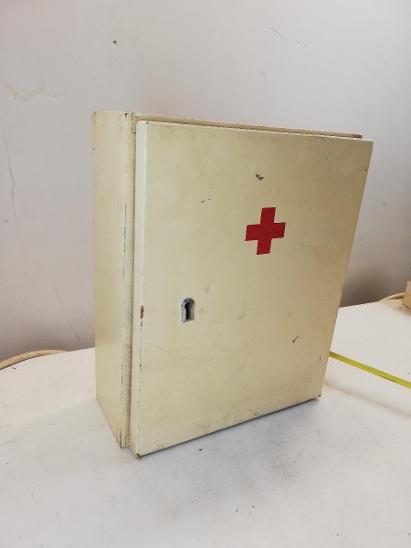 Dřevěná nástěnná lékárnička 31cm - Starožitnosti