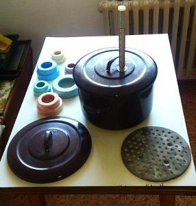 Pěkný smaltovaný hrnec na zavařování (s příslušenstvím) i běžné vaření