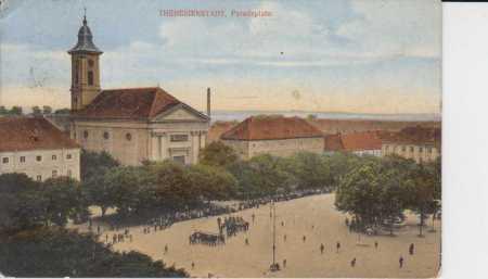 Terezín (Theresienstadt), náměstí, kostel, vojáci,