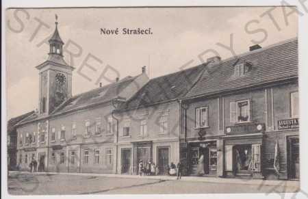 Nové Strašecí - část náměstí, radnice, obchody
