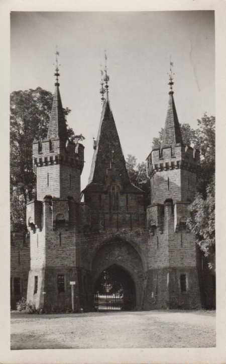 Hradec nad Moravicí (Hradec u Opavy), zámek - brán - Pohlednice