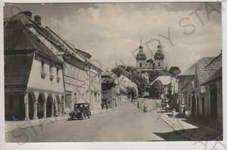 Rožďalovice, Husova ulice, pohled na kostel, AUTO