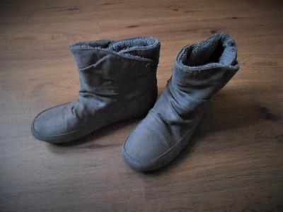 Šedé zimní boty vel. 38