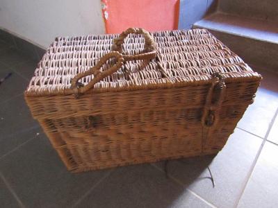 Proutěný kufr/truhla