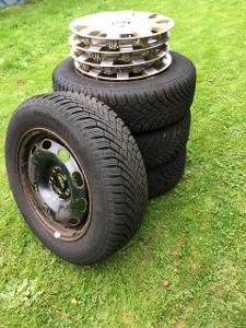 Zimní pneu na Octavia 1 včetně disků a orig. poklic