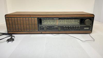 Starší rádio na N.D. z GDR Saturn MR 423. Nefunkční