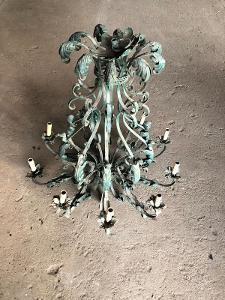Velký kovaný lustr