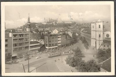 Bratislava 1947 Hurbanovo náměstí Hrad tramvaj živá