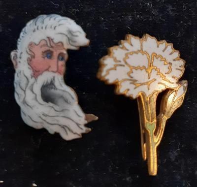 Krakonoš a květ, 2,5x1,5  cm, smalt ...porcelán ... staré, krásné