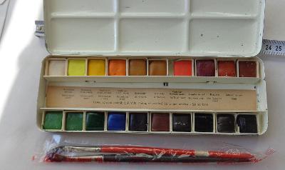 RETRO - akvarelové barvy - TVAR - + štětce