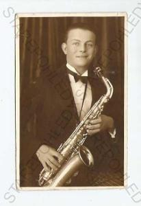 Zlín portrét muž se saxofonem foto F. Hrůza