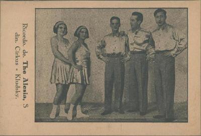 10B2322 Skupinové foto artisté - cirkus KLUDSKÝ