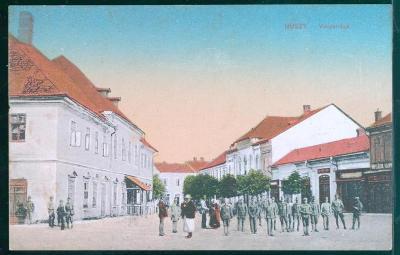 10D2171 Chust (Huszt), Ukrajina - náměstí, rakouští vojáci - mimořádné