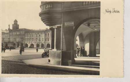 Nový Jičín, partie náměstí, AUTO