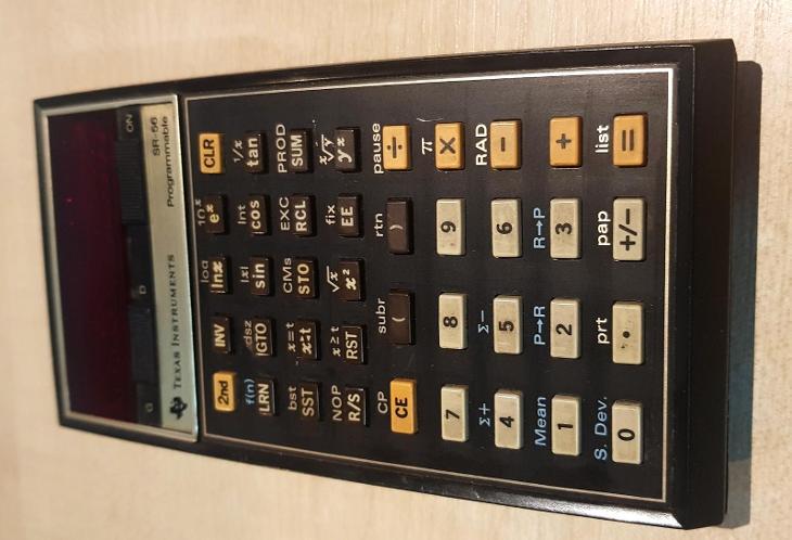 Stará kalkulačka Texas Instruments SR 56, výrobní číslo 9 - Historické počítače