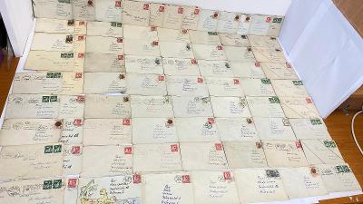 76 kusů obálek se známkami od 1kč. Rok 1965 nahoru
