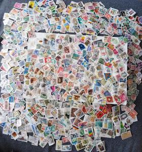 Každá jiná - poštovní známky Bundespost 637ks