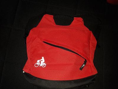 Taška na kolo červeno-černé barvy s přichycením na řidítka