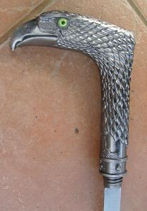 Vycházková hůl s ostrým mečem orel