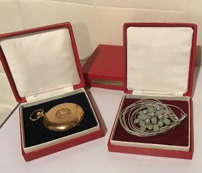 Pěkná červená etuje na hodinky, šperky … zcela nová.