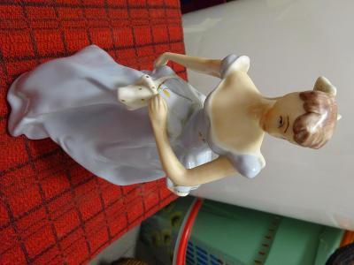 Porcelánová figura dáma značeno vespod