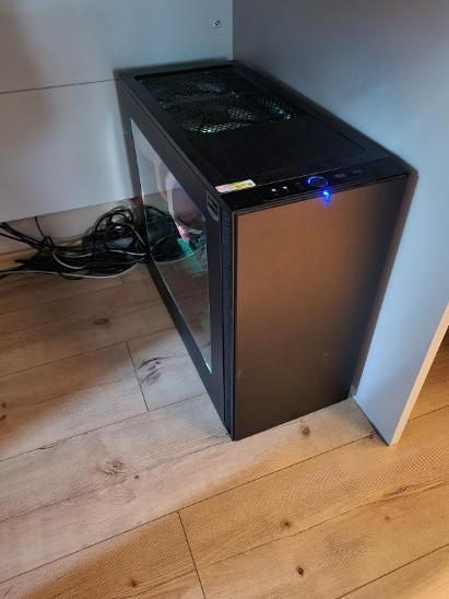 Herni PC s monitorem - Stolní počítače