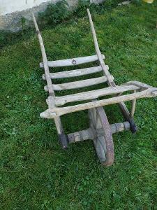 Starý dřevěný trakař