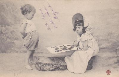 Děti, dívka a chlapec - prošlá 1903