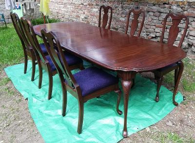 Jídelní stůl se šesti židlemi