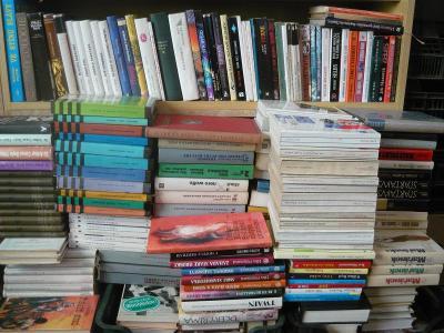 CELÁ KNIHOVNA,velké množství knih-jen osobní převzetí!!!!
