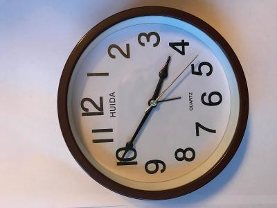 Pěkné dekorační hodiny - krásný dárek