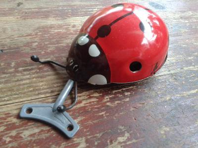 hračka  plechová,  na  klíček -  BERUŠKA  - viz foto