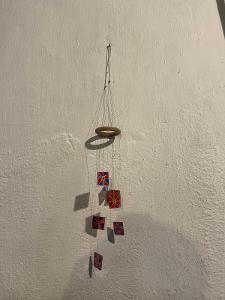 Zavěsná skleněná dekorace - cinkajicí/zvonící