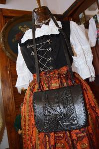 Elegantní kožená černá kabelka