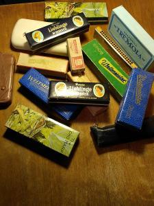 Sada 15 foukacích harmonik